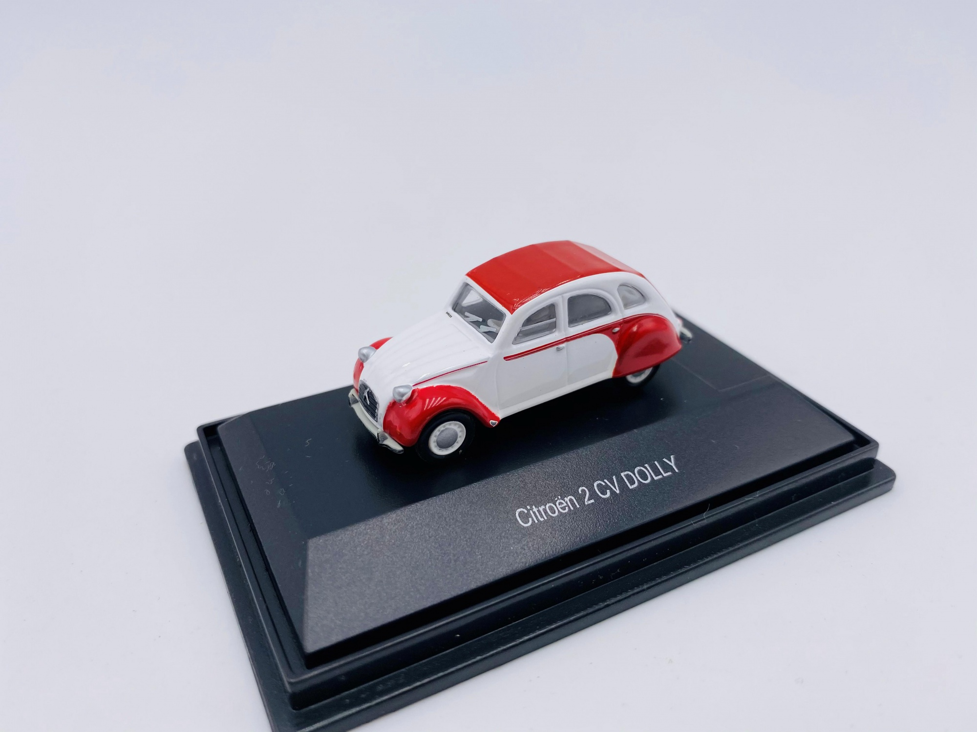 Citroën 2 CV Dolly White and red
