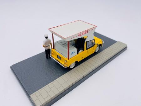 Citroën Mehari Glacier avec Figurines