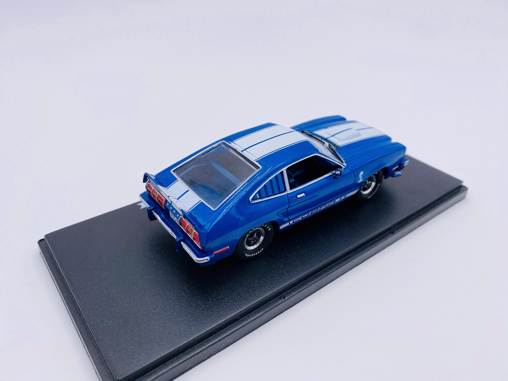 Ford Mustang II Cobra II 1976 Bleue Bandes Blanches GREELIGHT