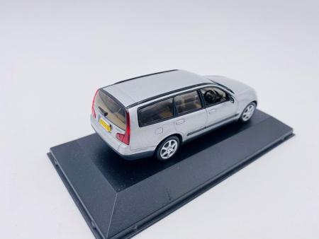 Nissan Stagea Gris