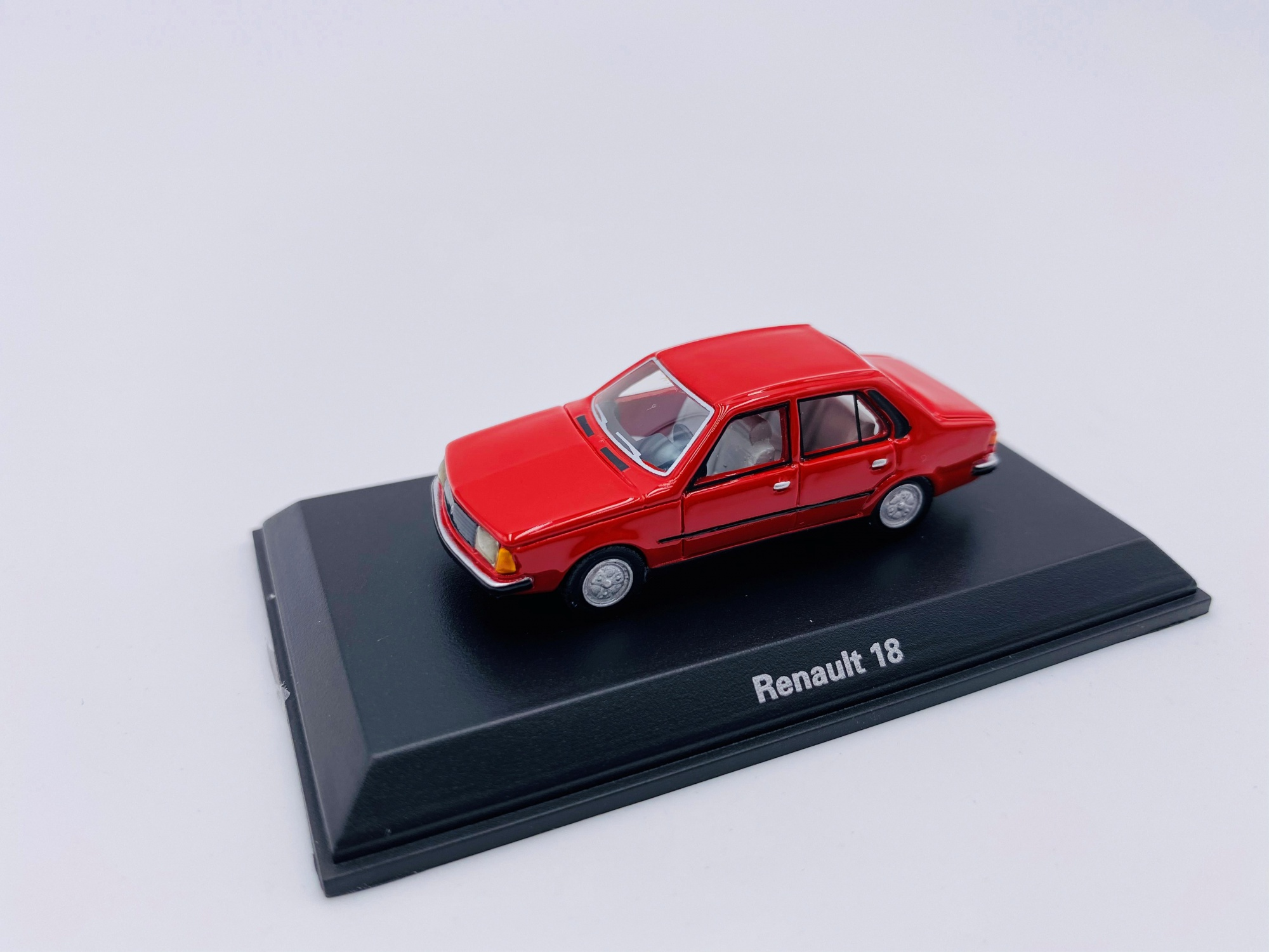 Renault 18 Red