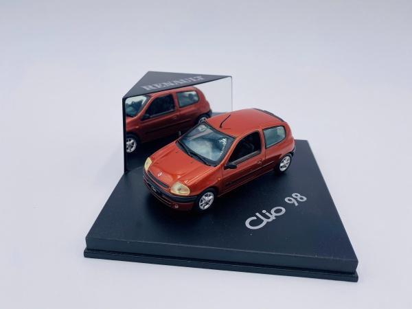 Renault Clio 98 Orange
