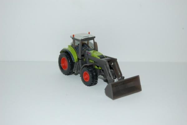 Tracteur CLAAS AXION avec fourche