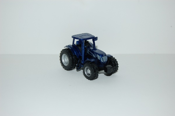 Tracteur NEW HOLLAND T7070