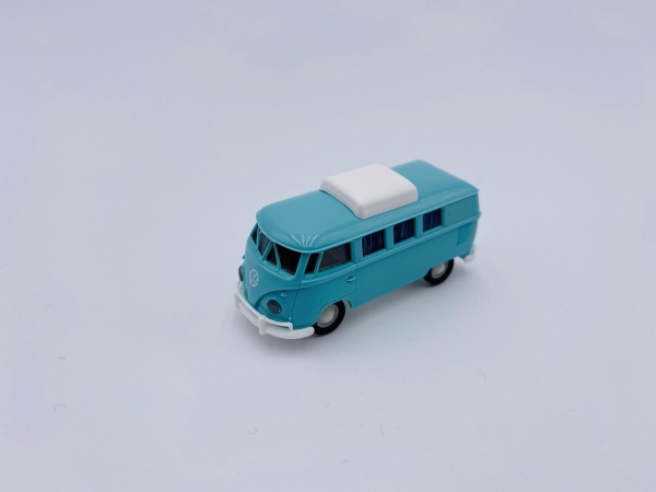 Volkswagen T1b Camper Turquoise Clair avec Toit Extensible