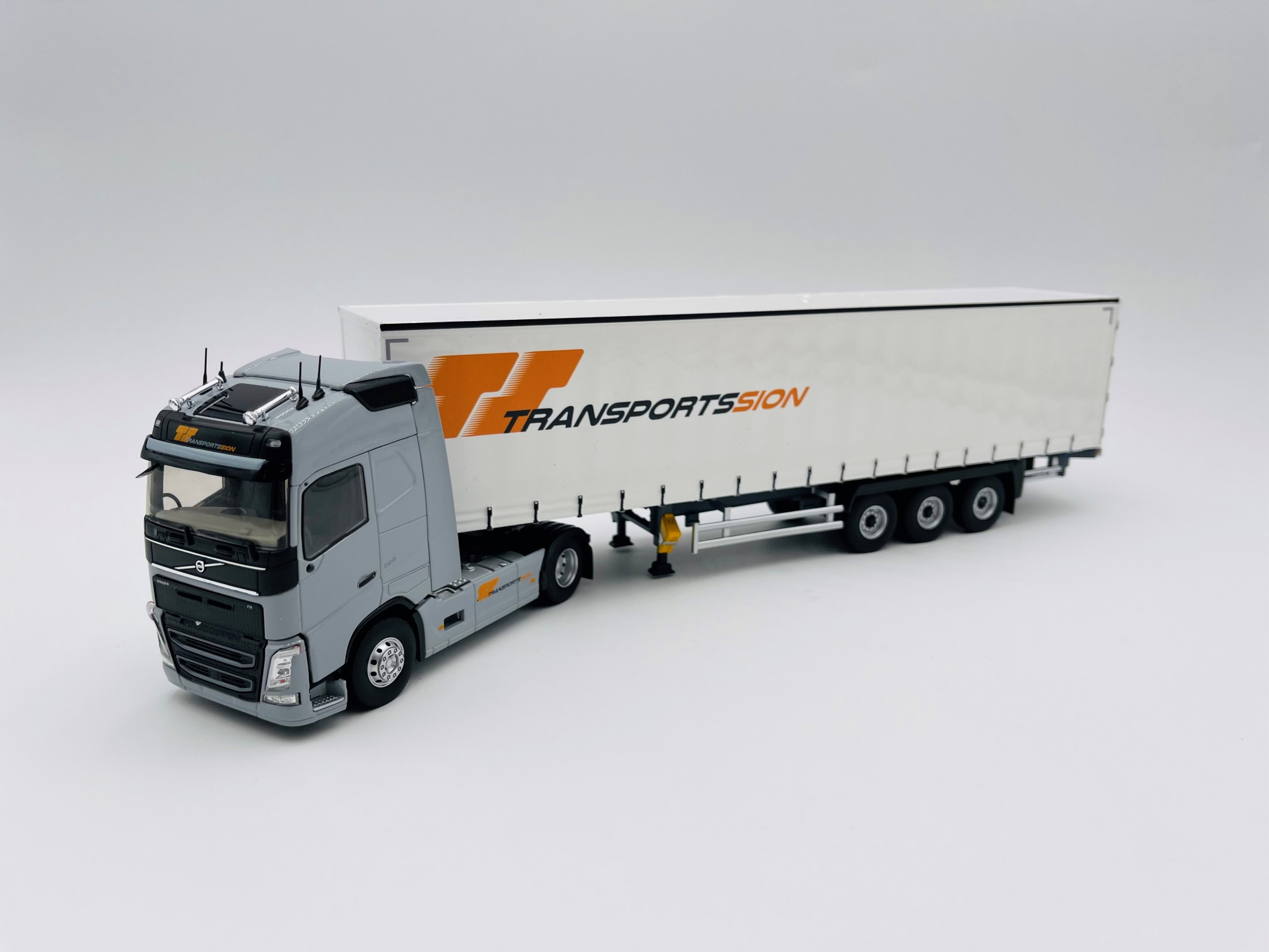 Volvo FH4 Globetrotter Fourgon SION